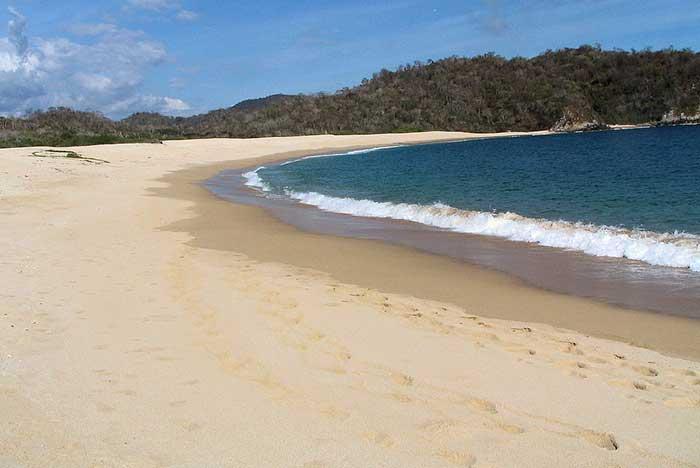 cómo es el clima en la bahía de chachacual huatulco