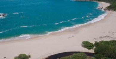 playa punta arena huatulco